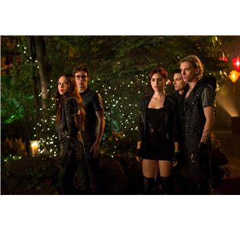 Jemima West, Robert Sheehan, Lily Collins, Kevin Zegers og Jamie Campbell Bower